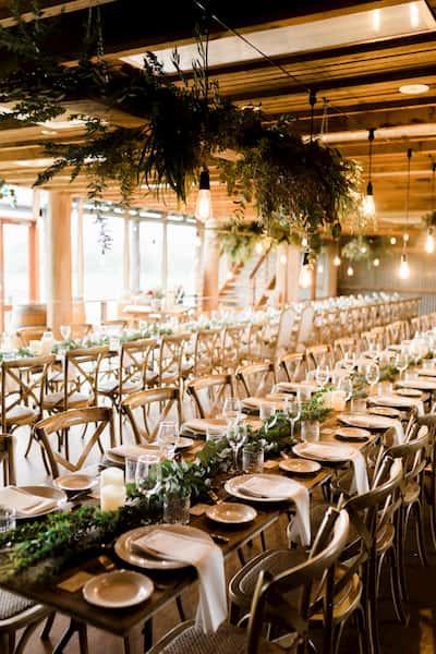 greenery esküvői dekoráció