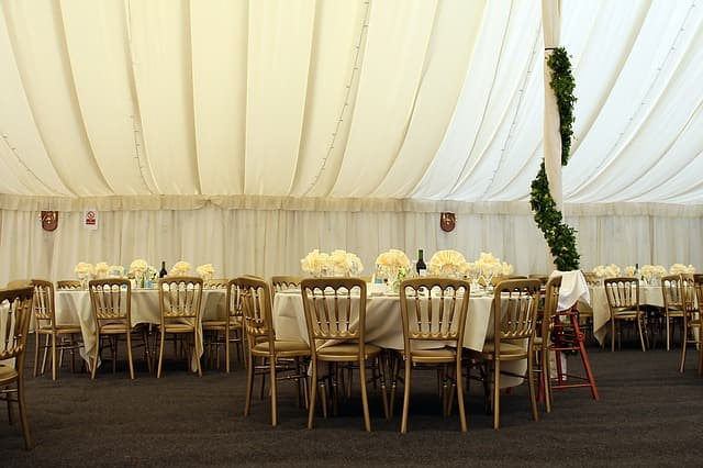 13+1 dolog, amire gondolnod kell, ha sátras esküvőd lesz