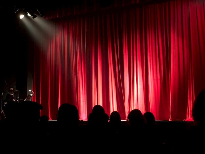 szülőköszöntő ajándék színház