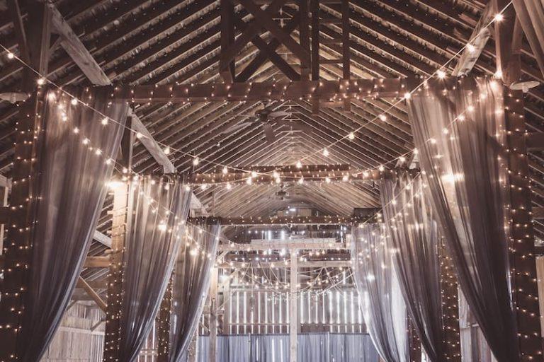 esküvői fénydekor